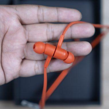 earbuds neckband design is sleek and comfortable